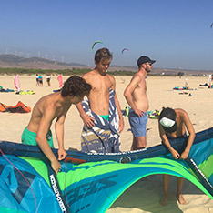 Main-Picture-2-Learn-how-to-kite-surf-family-style