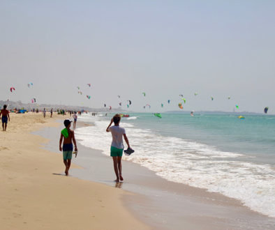 Main-picture-Learn-how-to-kite-surf-family-style